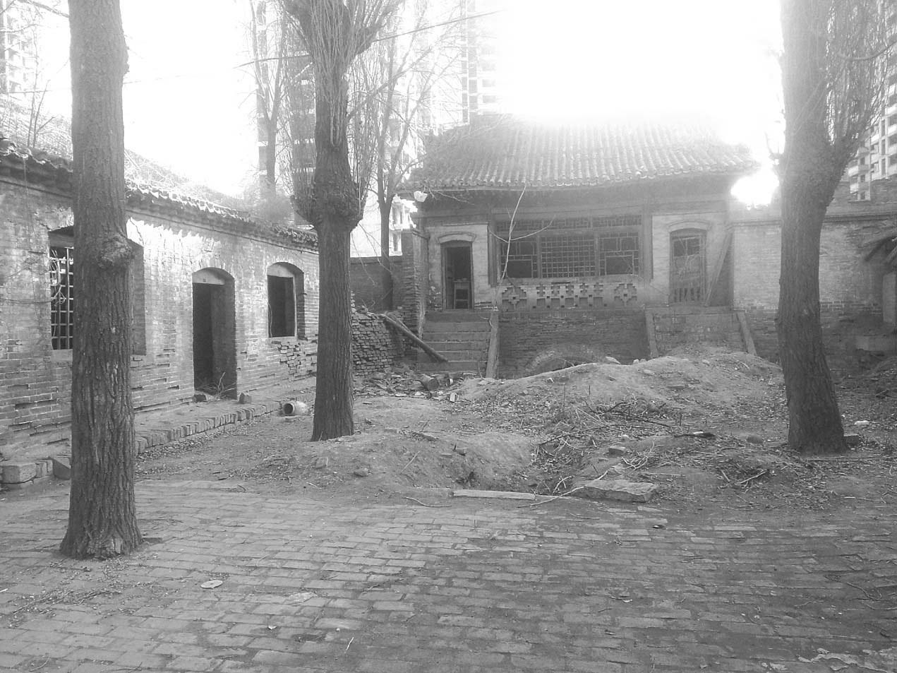 面的房子为贺龙中学教室-从陕甘宁晋绥五省联防军驻晋随营学校到贺图片