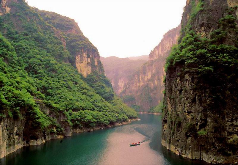 景区北连陵修一级公路,南与勤泉云台山景区相连,东沿门河大峡谷至龙峡